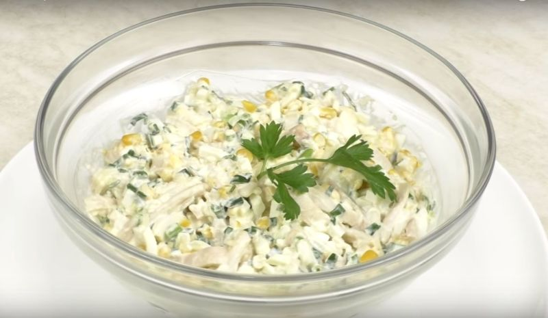 Салат из кальмаров простой и быстрый