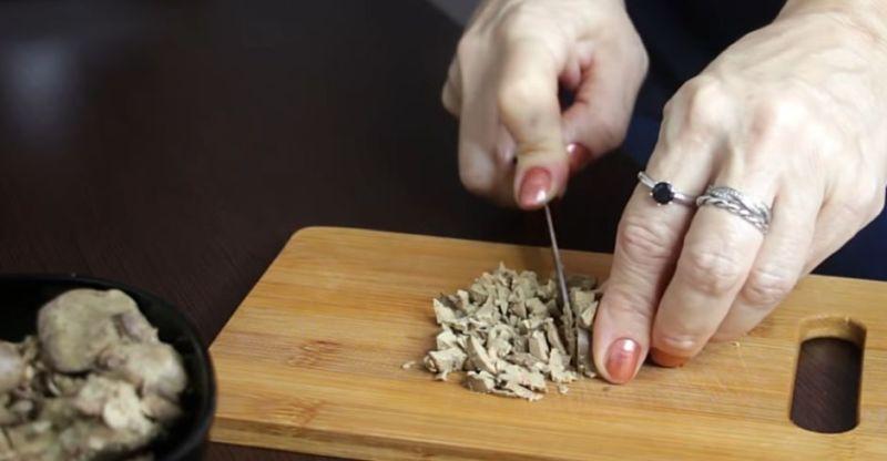 Теплый салат из куриной печени - рецепт пошаговый с фото